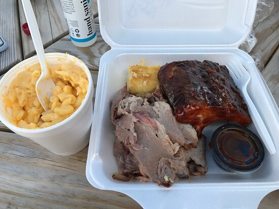 """The """"Piggy Platter"""" with brisket & ribs, along with a side of mac & cheese"""