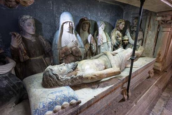 Portugal central, Portugal: The altarpiece(s) are made of stone. They're from the 16th century, and depict scenes from the bible to repeat those stories for the illiterate, which numbered many in those times. A scene showing Jesus in the tomb.