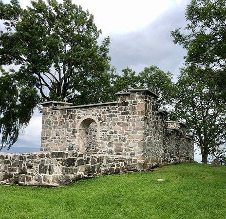 Holla Kirkeruin
