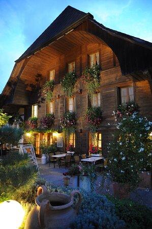Unser Restaurant in der Abenddämmerung Komm uns besuchen.