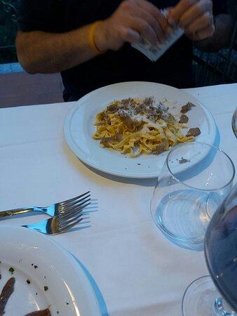 Gnocchetti di patate con sugo di melanzane e pomodorini, acciughe del Cantabrico con burrata, tagliolini con vongole e bottarga di muggine