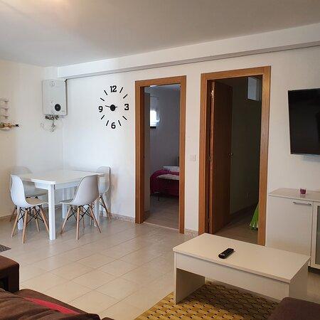 Sanxenxo, إسبانيا: Zona de comer y entrada a las habitaciones