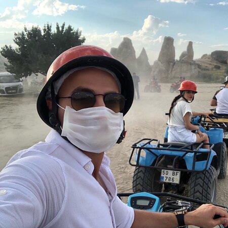 Göreme, Turkki: ATV turları ile gezip günbatımını izlemenizi tavsiye ederim . ATV turlarında günbatımı saatlerinde fiyat farkı katıyorlar .