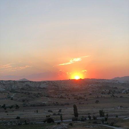 Göreme, Turkki: ATV turları ile gezmenizi tavsiye ederim . Turlar günbatımı saatlerinde düzenlenen etkinliklerde fiyat farkı alıyor .
