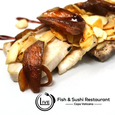 Pesce spada scottato con lamelle di mandorle e salsa Teryaki
