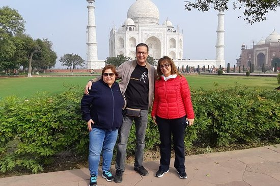 Private turer: Taj Mahal Sunrise Tour...