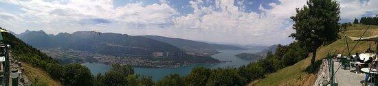Montmin, France : Un panoramique de la terrasse de la Pricaz