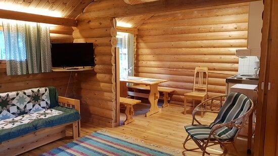 Bedroom and kitchen, Toilet/shower. Green color textiles. Makuuhuone ja keittiö, wc/suihku. Vihreät tekstiilit.
