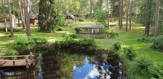 Humppila, Finska: Sauna world Viking Sauna. Swimming bond and green area. ViikinkiSaunan saunamaailma. Uimalampi ja puistoa