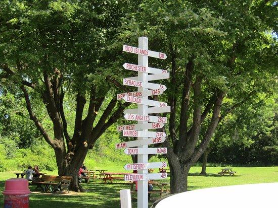 Williamson, NY: Destination sign at picnic area