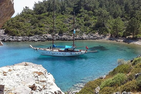 Blue Cruise by a Private Yacht - Marmaris to Marmaris feat. Gulf of...