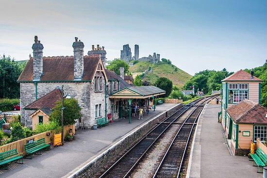 Swanage and Corfe Castle Private Tour from Southampton
