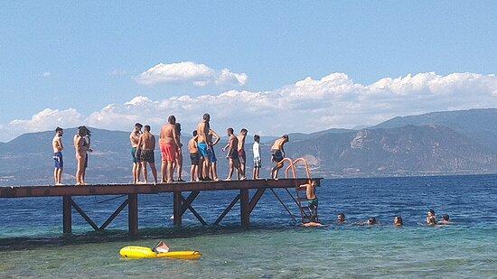 Lampiri, Greece: plage bondée et bruyante