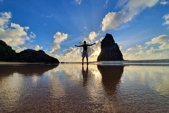 Camina por las playas de la bahía de...