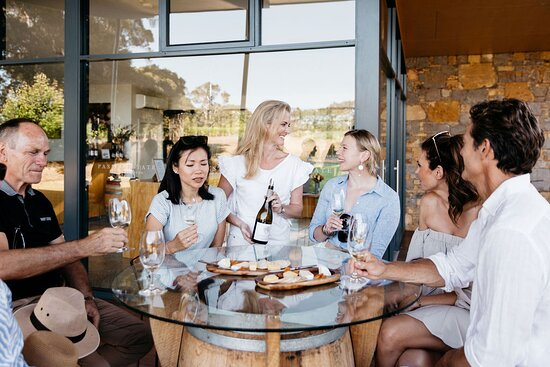 مارغريت ريفر, أستراليا: The wine tasting alongside cheese platter as featured in Nature & Wine Walk at Passel Estate