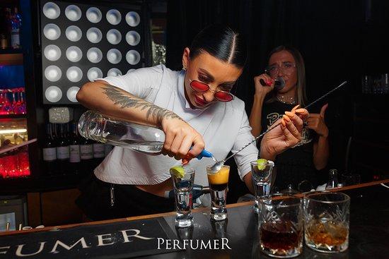 Perfurmer bar