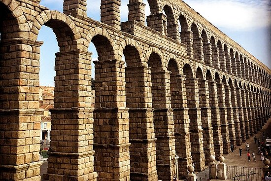 Segovia and Spanish Versailles Full-Day Tour with Wine Tasting