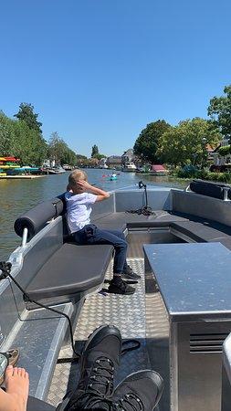 HappyWhale in Maasland Electrische boot varen richting Schipluiden
