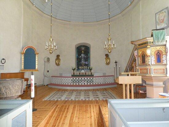 Altartavlan och predikstolen i Angelstad Kyrka i Angelstad utanför Ljungby
