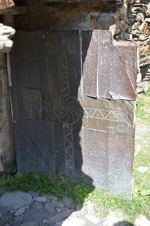 LaMaria Church: старинная дверь