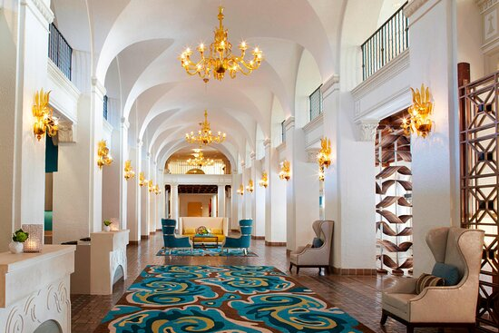 The Vinoy® Renaissance St. Petersburg Resort & Golf Club