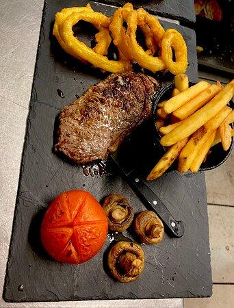 Steak & chips looking good!