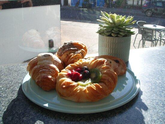 Portslade, UK: Delish Pastries.