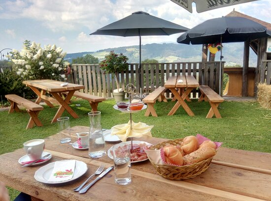 Prebl, Αυστρία: Frühstück im Garten 090820