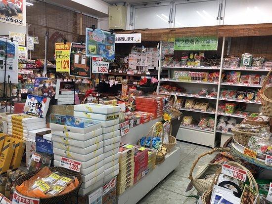 Tokunoshima, Japão: 地域で1番大きいスーパー