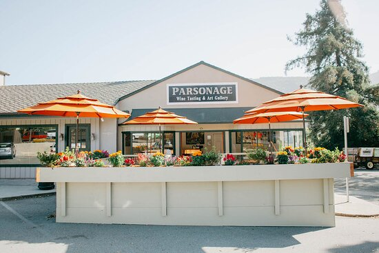 Carmel Valley, CA: Parsonage tasting room with outdoor seating