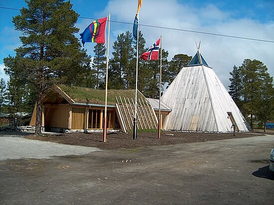 Elgå, Norge: The visitor center as seen from outside. Pictures from the center's website, published with approval of center employees.
