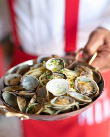 Spaghetti aux palourdes Spaghetti with clams
