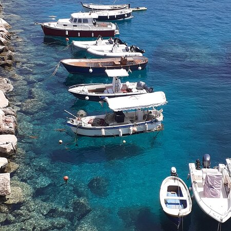 Tremiti Islands, Italie : Barchette al porto di san domino