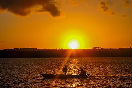 Entardecer na Praia do Jacaré ao som...