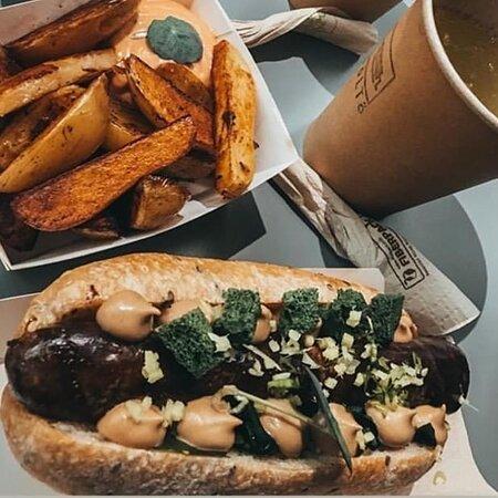 Töltő, Budapest, Wesselényi utca, street food, gastro, gourmet, best hotdog, sausage, speciality, craft beer, lemonade, gluten free