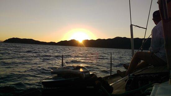 Magnetic Island Twilight Sailing Cruise – slika