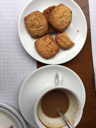 Vilarinho, Portugal: The best cheese, bisquits and coffee we have had so far in Portugal! And we have visited many places as we are walking the Portuguese Camino. Highly recommend!