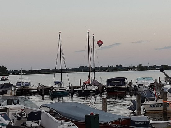 Offingawier, Niederlande: Uitzicht op haventjes