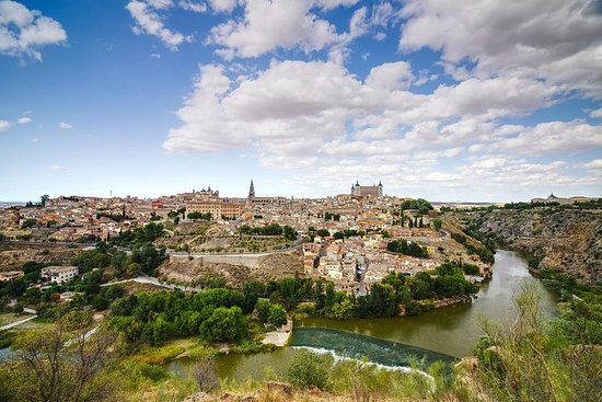 Toledo Guided Half Day y Madrid Segway...
