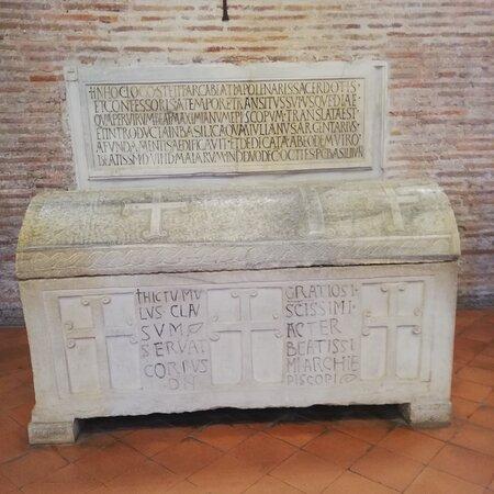 Classe, İtalya: Sarcofago di Sant Apollinare