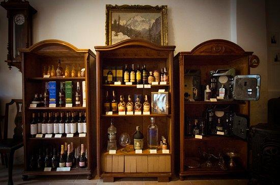 Okrem sortimentu nápojov Vám ponúkame darčekové predmety a balenia na každú príležitosť.