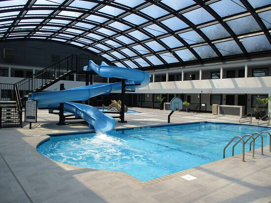 Indoor atrium pool with water slide - Ảnh về Best Western Rochester Hotel Mayo Clinic Area/St. Mary's - Tripadvisor