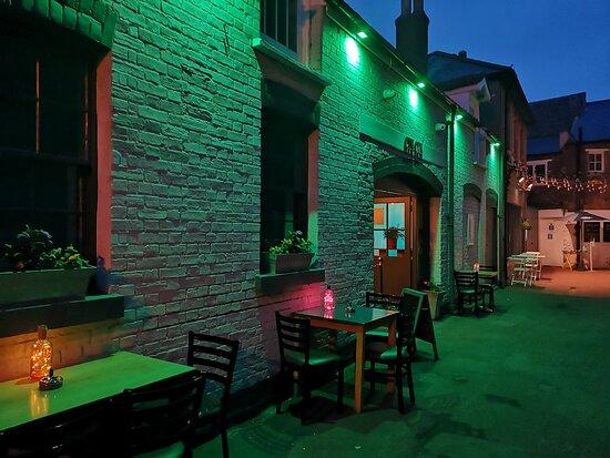 Cin Cin Bar & Bistro