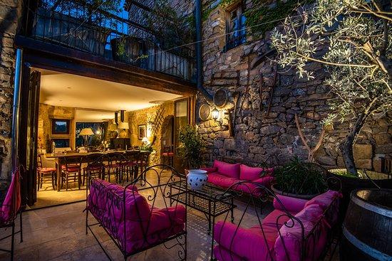 Saint-Pierre-des-Champs, Francia: séjour et terrasse le soir  aux Gîtes****l Le Roc sur l'Orbieu-location vacances entre Carcassonne et Narbonne