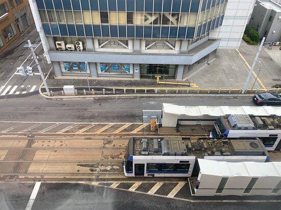 市電の駅の目の前