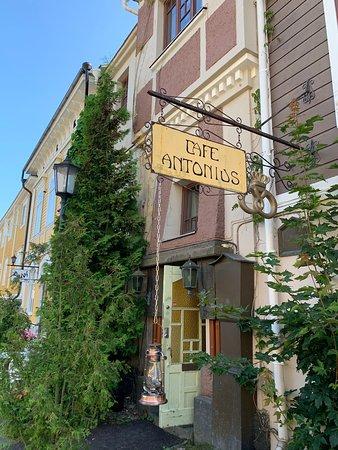 Kaunis kesäkaupunki, Cafe Antonius pudottaa pisteitä