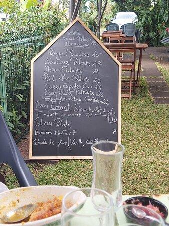 Superbe expérience !!!  La nourriture de qualité  carry espadon frais une tuerie et rôti porc palmiste un délice  Super service