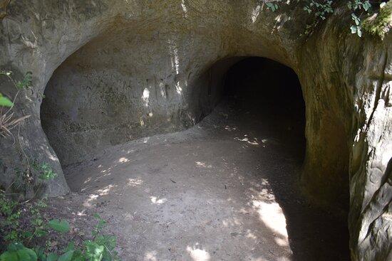 Lugnorre, Suisse : grotte2