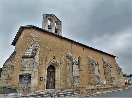 Eglise Saint-pierre À La Chapelle-bâton