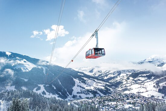 The G-Link Wagrain in the ski area Snow Space Salzburg is connecting the two mountains Grafenberg & Grießenkareck